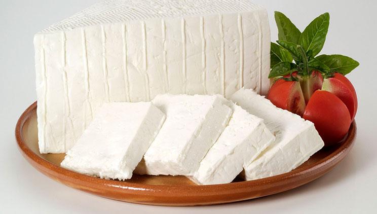 Arsyet pse djathi i bardhë duhet ngrënë në mëngjes