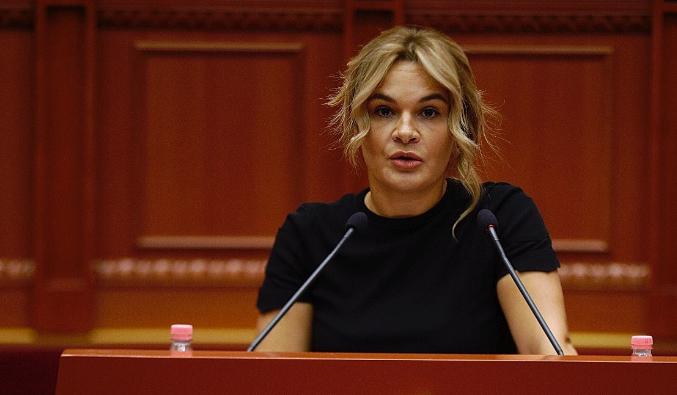 Monika Kryemadhi  Në Shqipëri ka humbur shpresa  Në administratë punojnë dashnoret e kriminelëve
