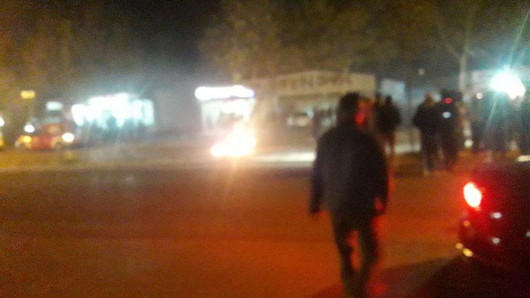 Protestuesit  sërish tym e flakë në  Astir   Bllokohet rruga