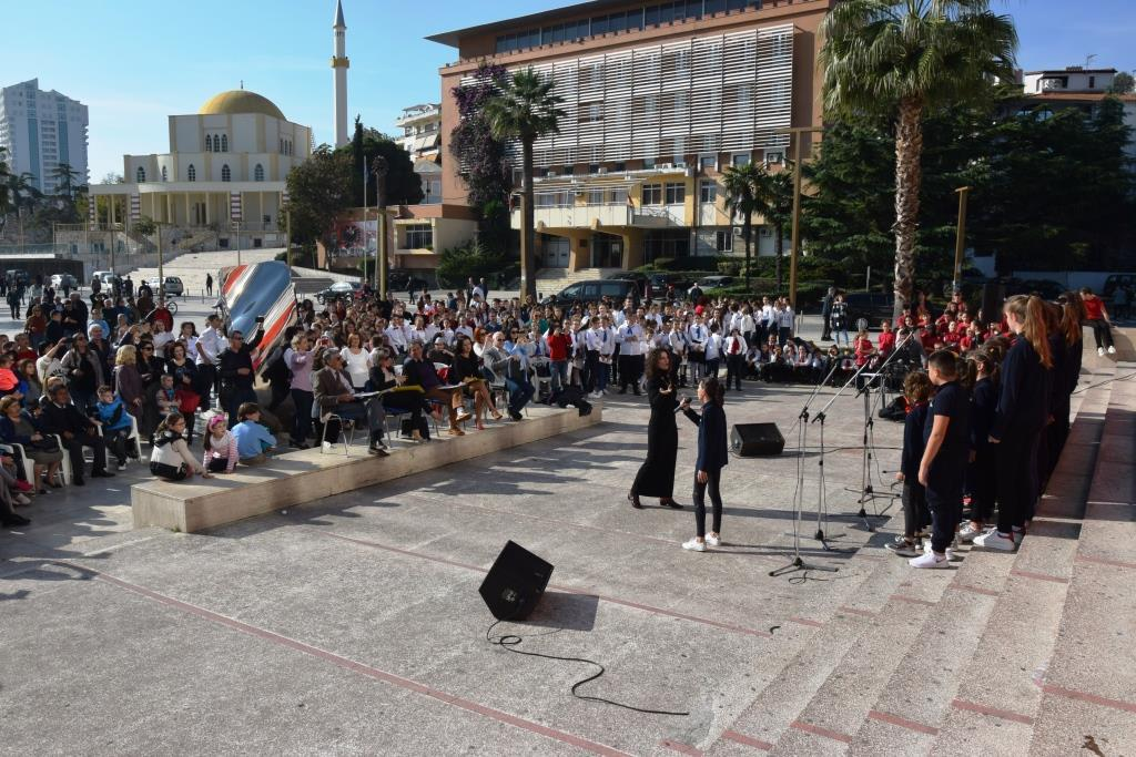 Kryetari i Bashkisë së Durrësit Vangjush Dako merr pjesë në ceremoninë solemne për 74 vjetorin e çlirimit të Durrësit