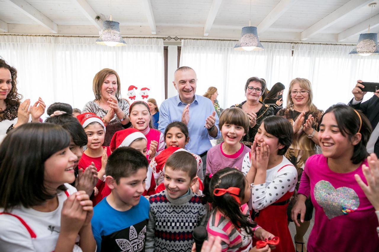 Presidenti Meta drekë festive me fëmijët e Fshatit SOS: Libri është dhurata më e mirë