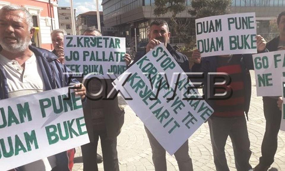 Shpërthejnë protestat edhe  në Vlorë  60 kryefamiljarë hiqen nga puna