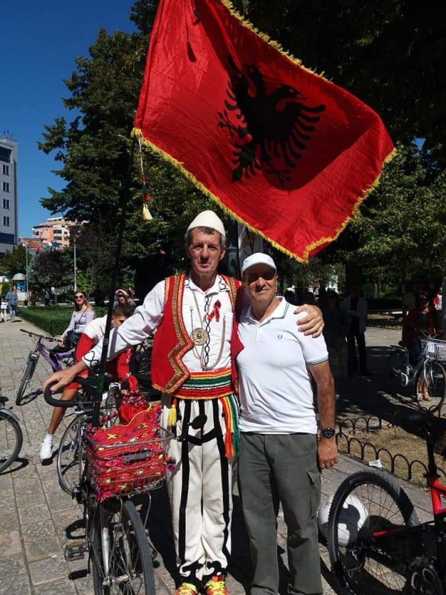 Valëviti flamurin shqiptar  Mali i Zi dëbon dhe gjobit 64 vjeçarin nga Shkodra
