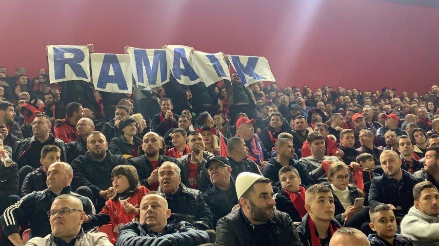 Tifozët shpalosin parrullën  Rama ik  në kullën me stadium