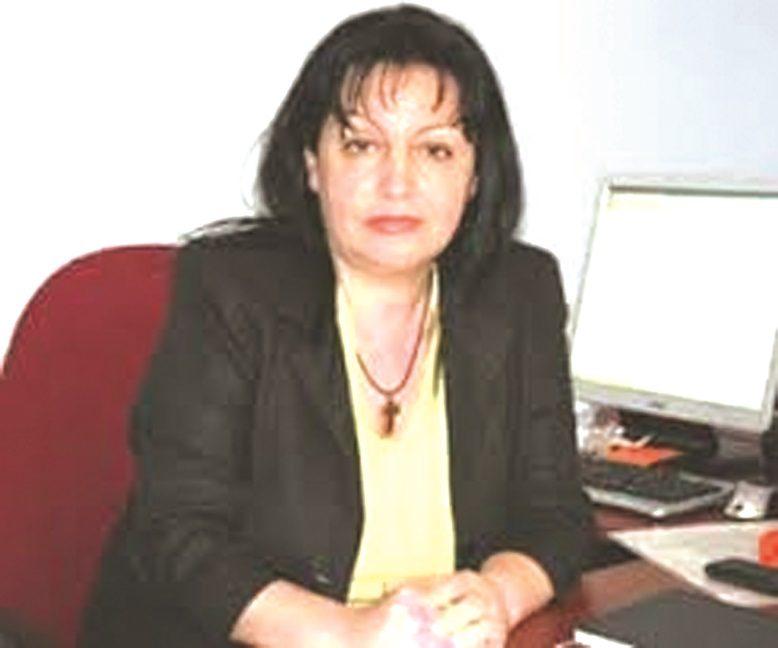 Prof  Dr  Zamira Çavo  Politiloge  Udhëhiqemi nga bandat e batakçinjve