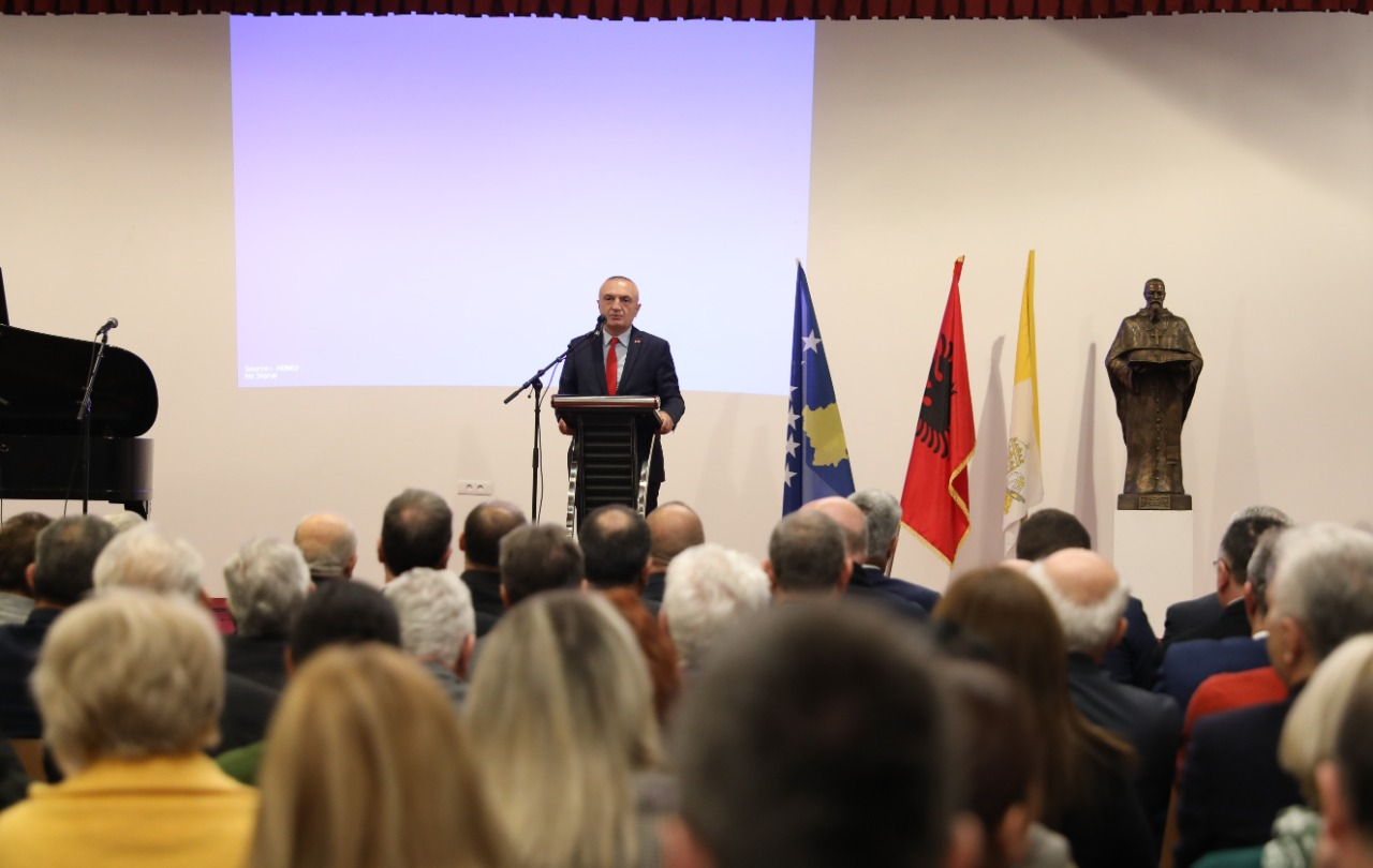 Presidenti Meta  Të jemi pranë njëri tjetrit  që e ardhmja e Shqipërisë dhe e Kosovës të jetë shumë e suksesshme