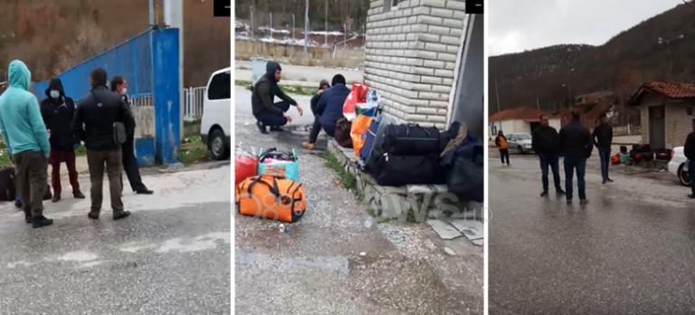 Vijojnë të mbeten të bllokuar katërmbëdhjetë emigrantë në Kapshticë  Nuk do të futen në territorin shqiptar