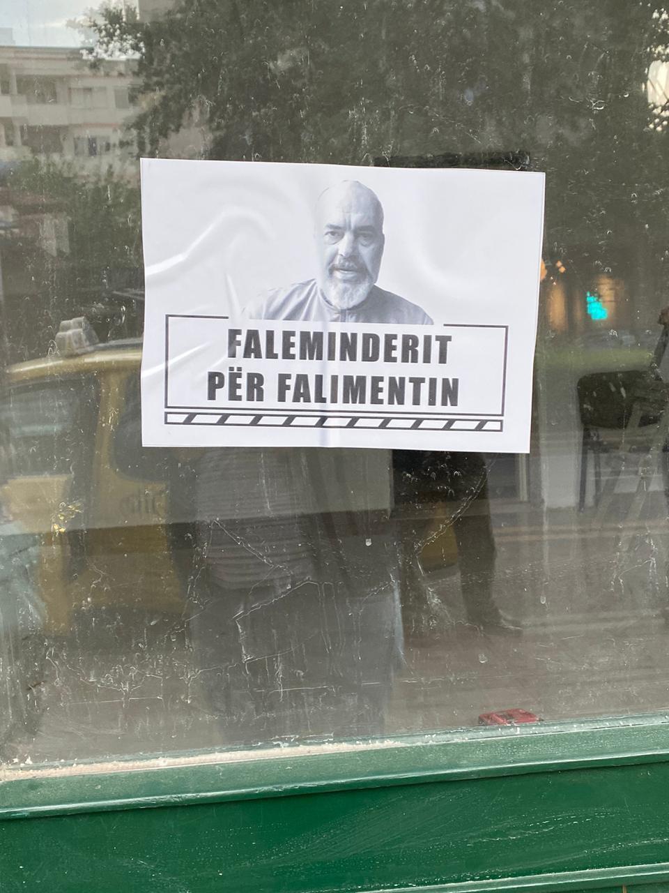 FOTO  Revoltohen bizneset në Tiranë  qindra dyqane ulin qepenat   Na mbylli Ramavirusi