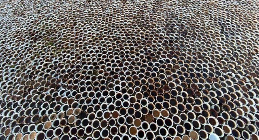 FOTO Prekëse  8372 filxhanë kafeje për viktima e Masakrës së Srebrenicës